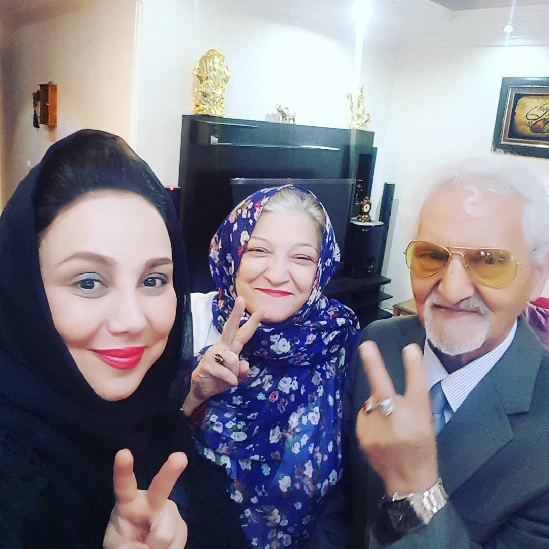 بهنوش بختیاری درکنار پدر و مادرش / عکس